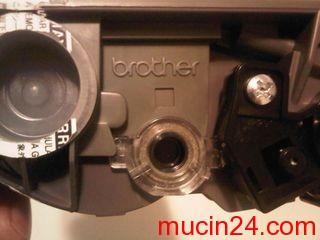 brother hl2140 toner 05 - Mẹo Loại Bỏ Đèn Báo Toner (hết mực) Của Máy In Brother HL-2140
